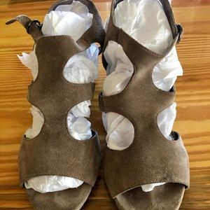 Cute LOFT wedge sandals. Gently worn 7.5
